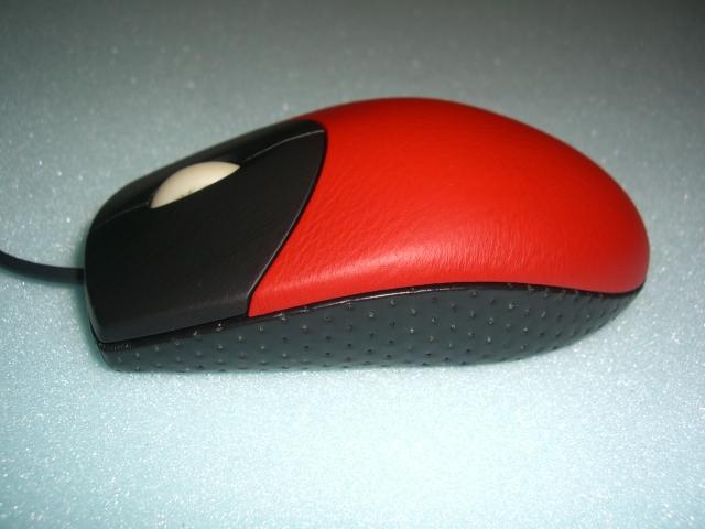 マウス、本革仕様。